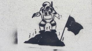 """Stencil; HNK; """"Mann im Mond"""""""